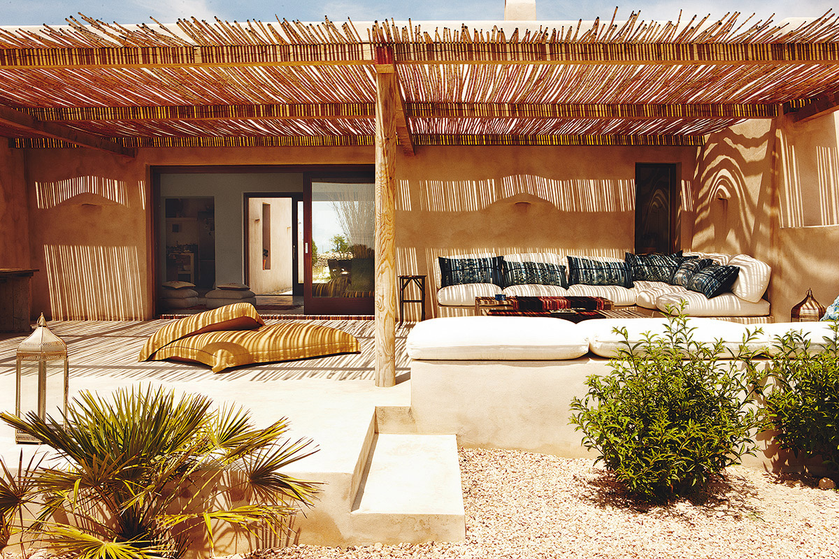 Home tour sweet siesta in this formentera authentic home for Local home interior designers
