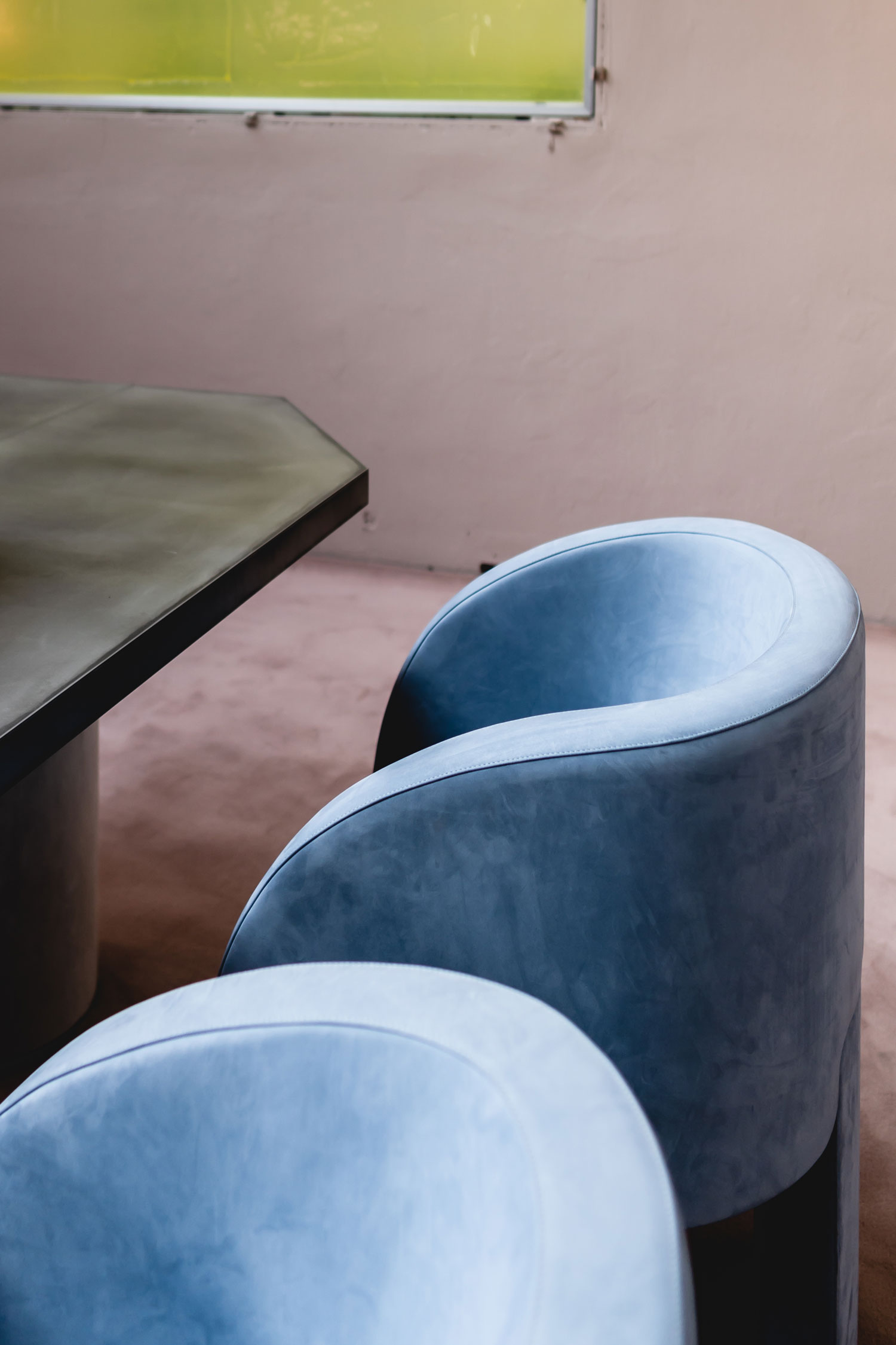 Curves and round shapes - new interior trend for 2019 and 2020 - www.AuthenticInterior.com DESIGN STUDIO & BLOG