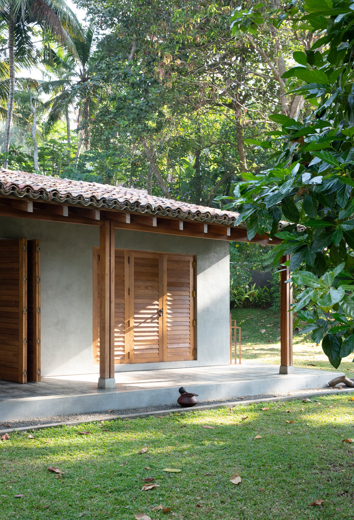 Enjoy Raw Luxury Design And Slow Holidays In This Airbnb In Sri Lanka - Concrete, teak wood, terrazzo materials - www.AUTHENTICINTERIOR.COM design studio & blog