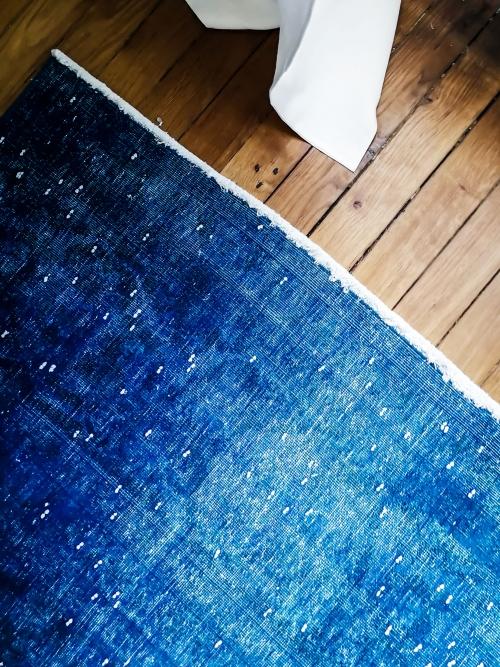 Vintage blue klein kilim on authentic wooden flooring in a Haussman building. Interior design in Paris, by Authentic Interior design studio, Aida Sniraite