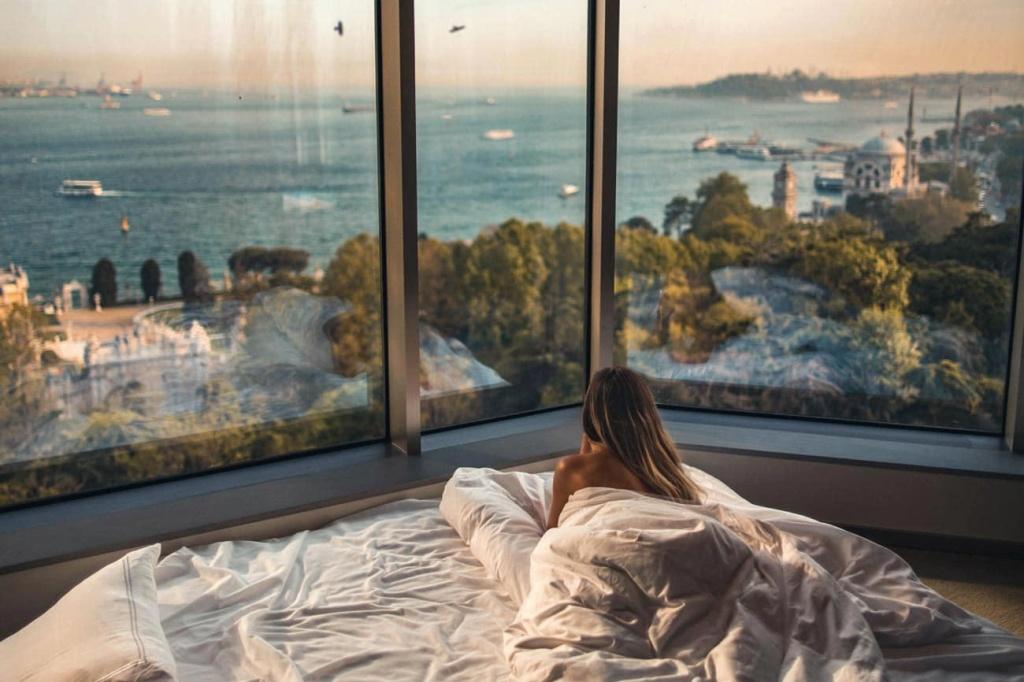 Interior-Design-Tips_5-Star-Hotel-Bedroom_authentic-interior-10