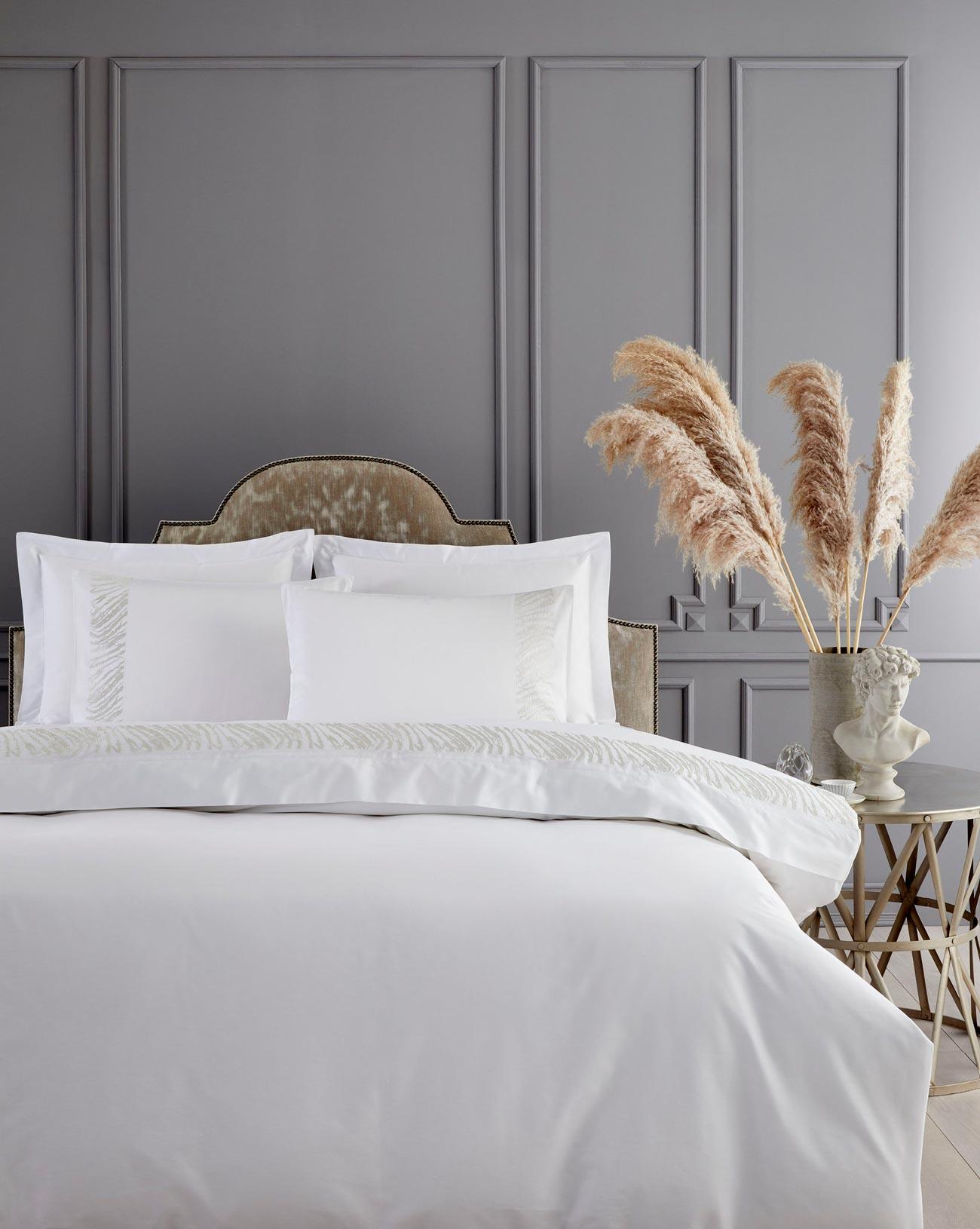 Interior-Design-Tips_5-Star-Hotel-Bedroom_authentic-interior-9